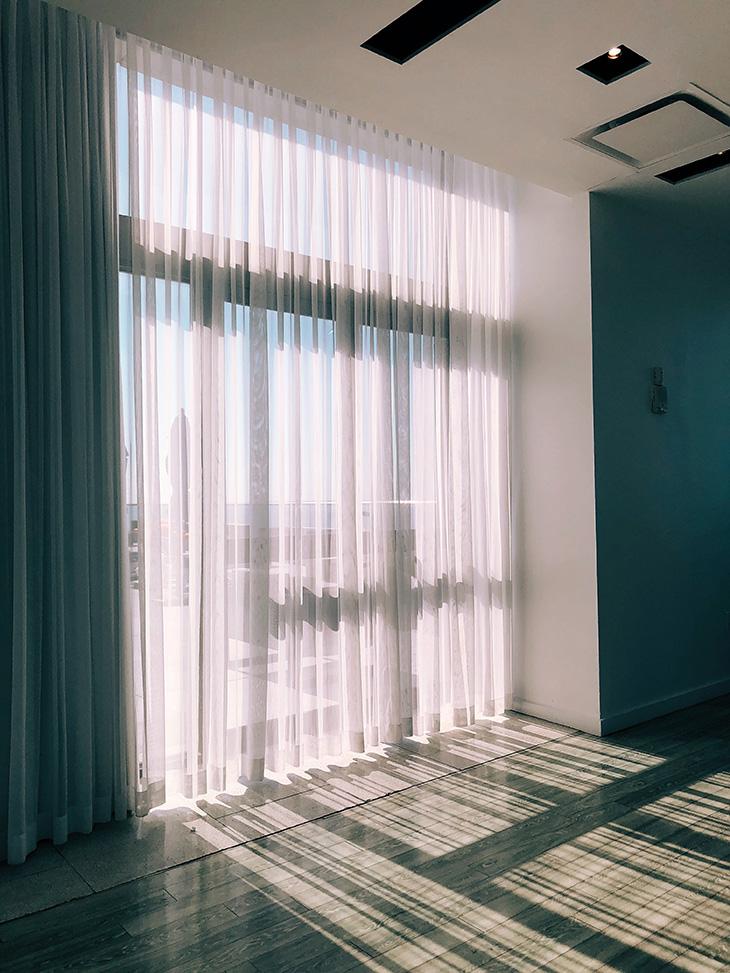 部屋の印象を変えるカーテン