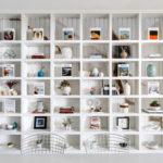 オープン棚に雑貨や本をおしゃれに飾る4つのテクニック