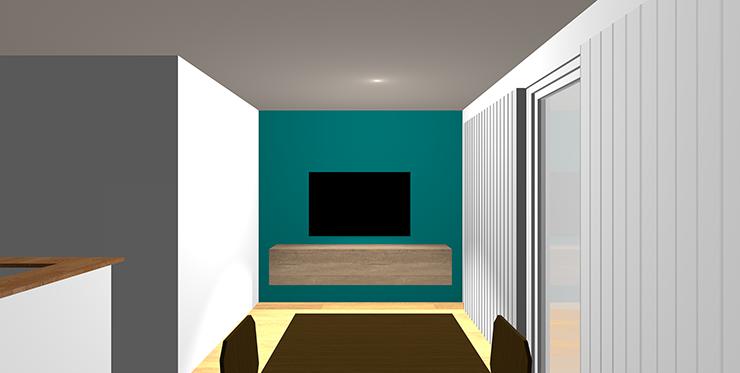 青緑のアクセントクロスと木目の家具