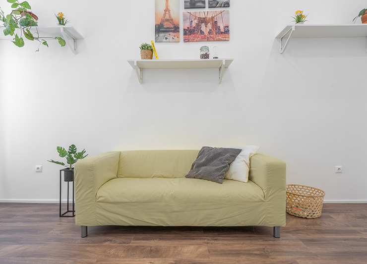 ライトグレイッシュな黄色のソファ