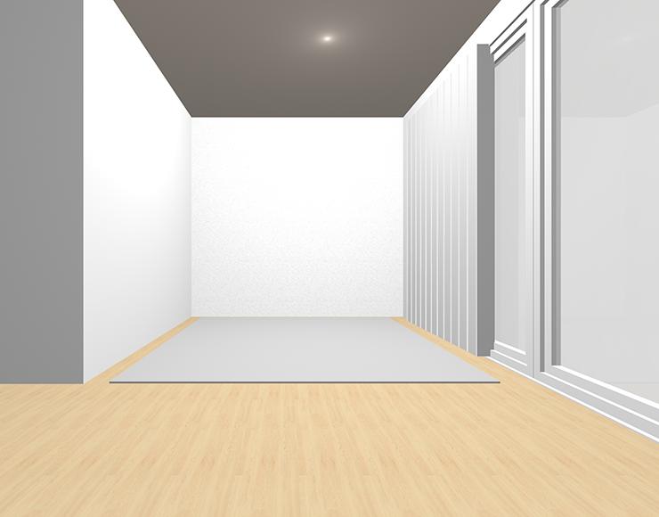 明るい茶色の床とグレーのラグ