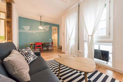 横長リビングを広く見せる2つのコツと広々感じる家具レイアウト術