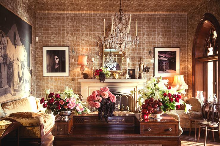 高価な家具や壁の部屋