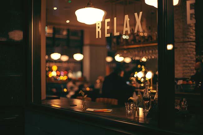 レストランの待合スペース