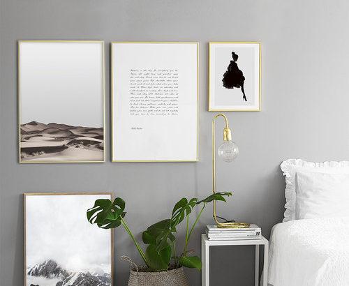 ゴールドの額縁・フレームと黒・グレー・白の壁の組み合わせ40実例