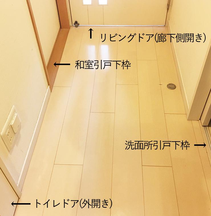 廊下のフローリングとドア・引き戸