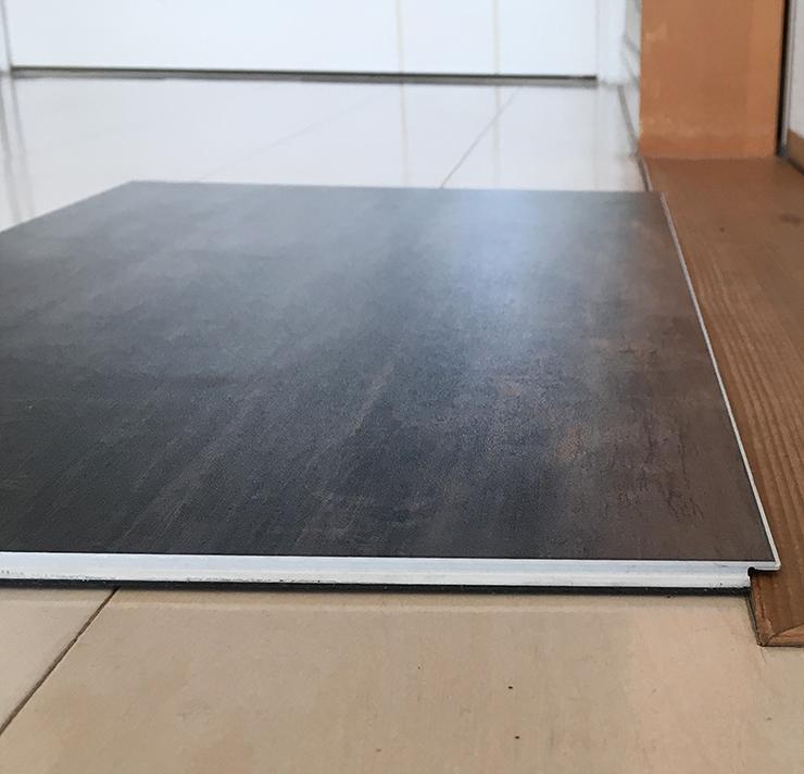 和室引戸下枠と上張り床材