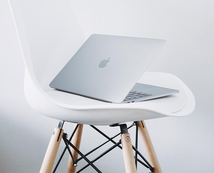 パソコンとチェア