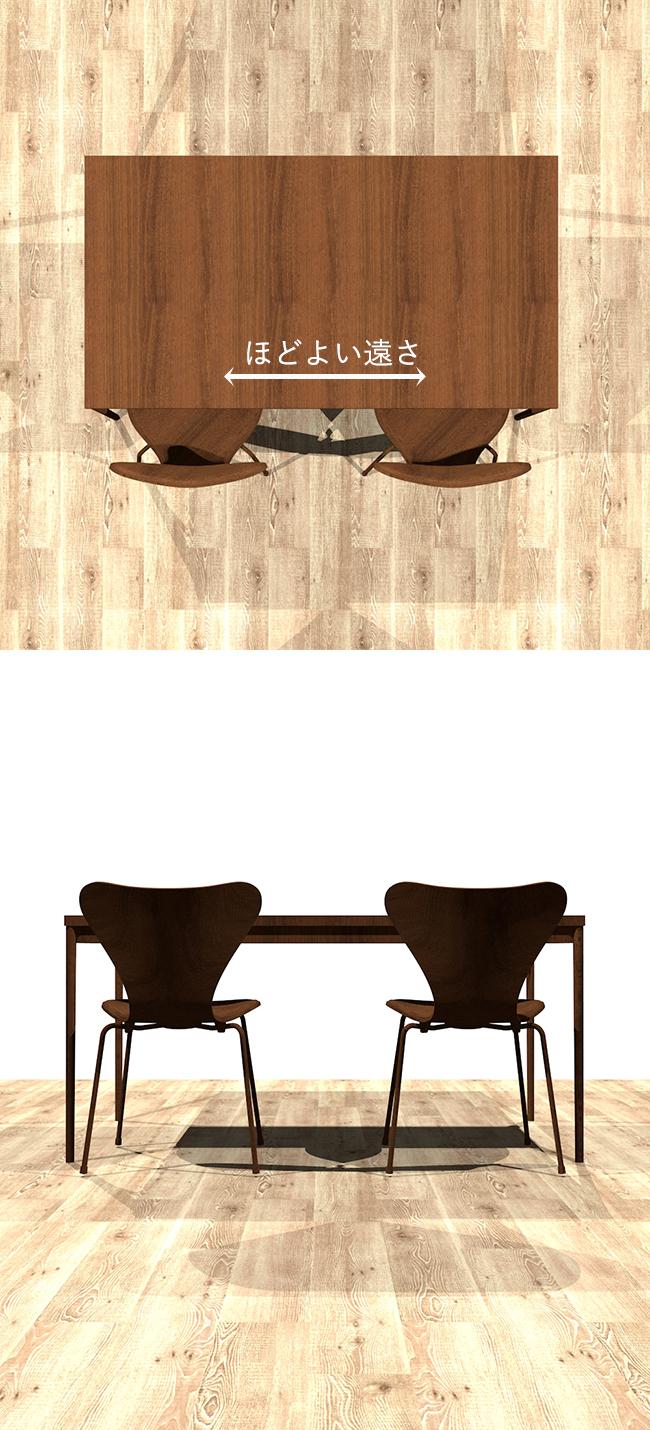 脚が外寄りについているダイニングテーブルと椅子の組み合わせ