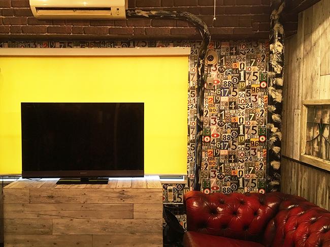 腰窓と液晶テレビ