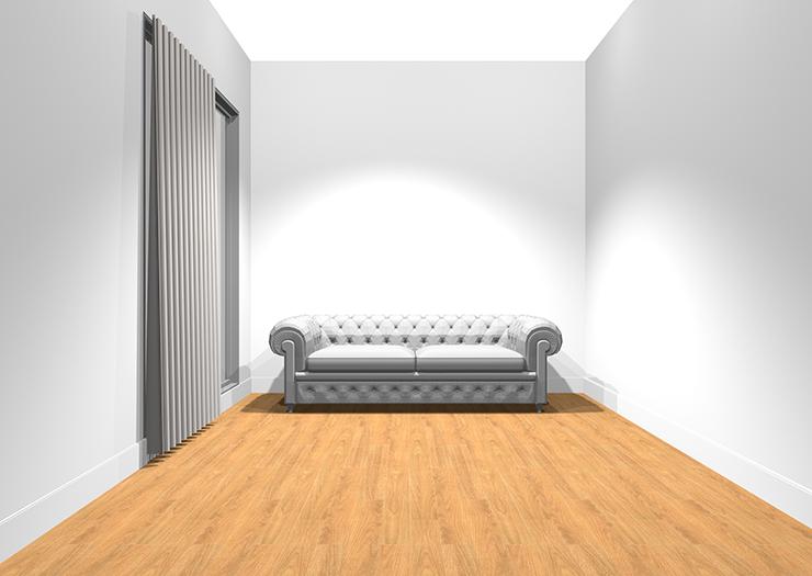 腰壁の無い部屋にアンティークソファ