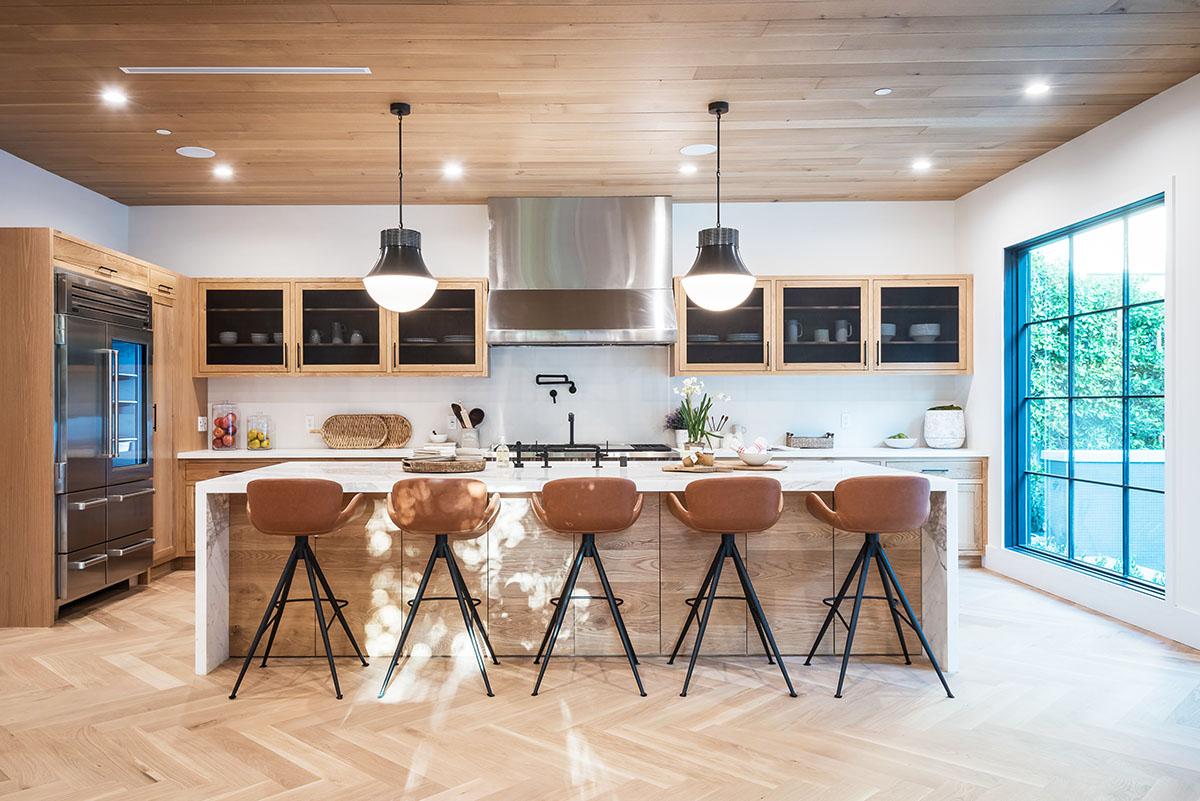 対面キッチンとペンダントランプ