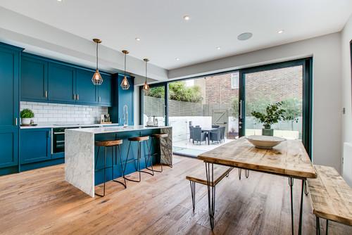 【濃さ・薄さ&扉デザイン別】3種類のテイストの青キッチン54実例