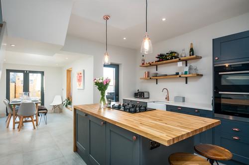青のキッチンには色んな種類がある!8つのメーカーとデザイン解説