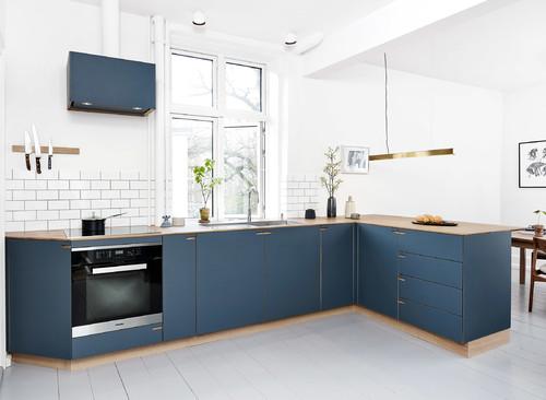 青のキッチンと床の色18パターン&青い扉のキッチン実例57選