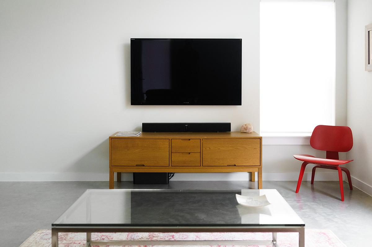 壁掛けテレビで壁面すっきり